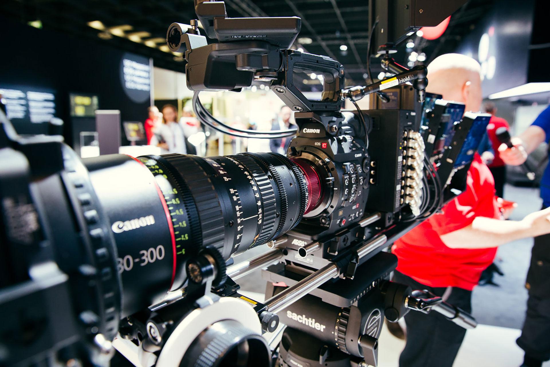 Obiektywy fotograficzne a filmowe