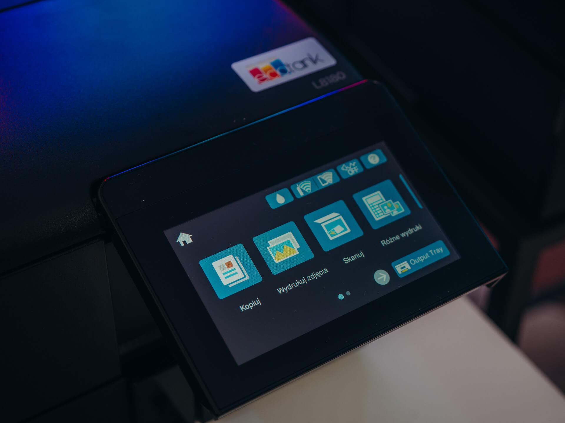 Ekran dotykowy w drukarce Epson EcoTank L8180.