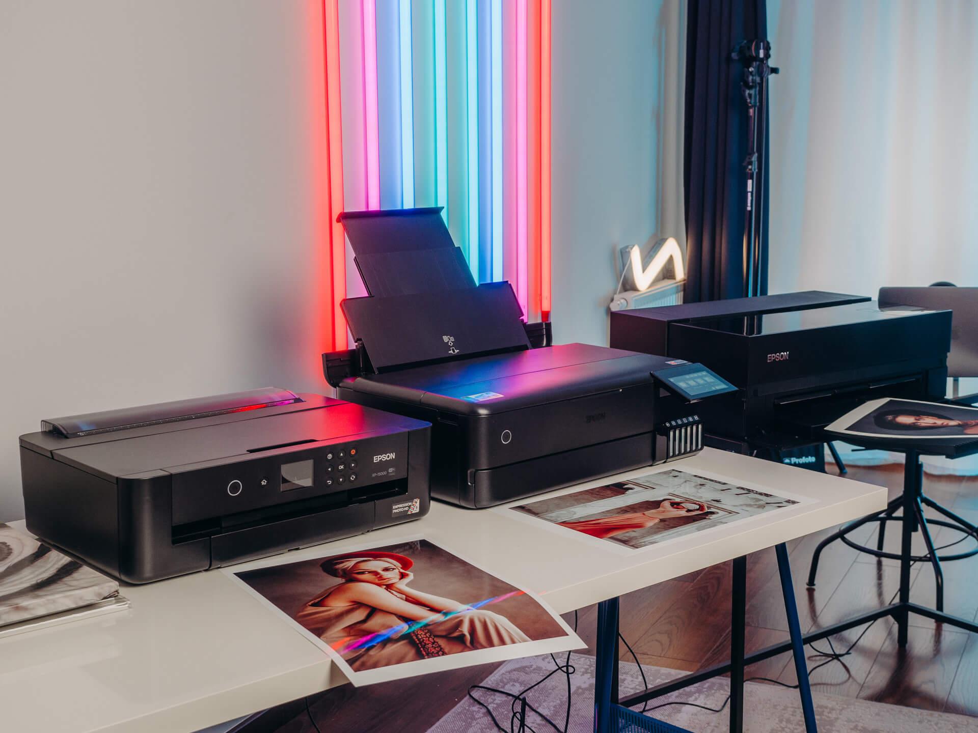 Na moje biurka trafiły 3 modele drukarek do zdjęć firmy Epson - XP15000, L8180 i P900. Każda z nich ma swoje mocniejsze i słabsze strony, ale jedno jest pewne - z każdej z nich otrzymacie zdjęcia wspaniałej jakości.